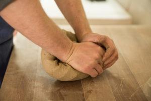 粘土を練る
