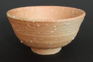 Natural porcelain with coarse melted feldspar (kani-no-me)