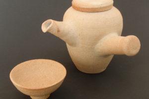 Tea pot with side handle, pale kaolin clay (yakishime)