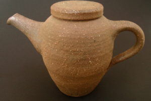 Teapot with handle at back – ferrous clay – yakishime